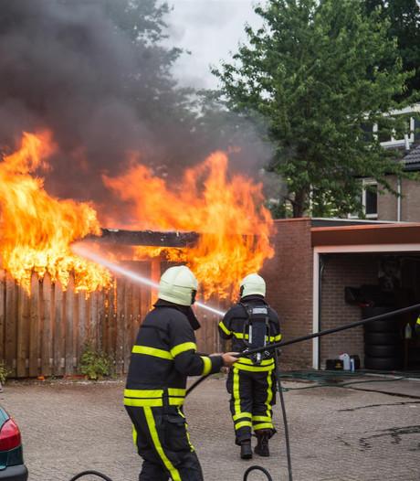 Uitslaande brand in schuurtje Etten-Leur, EOD onderzoekt schuur