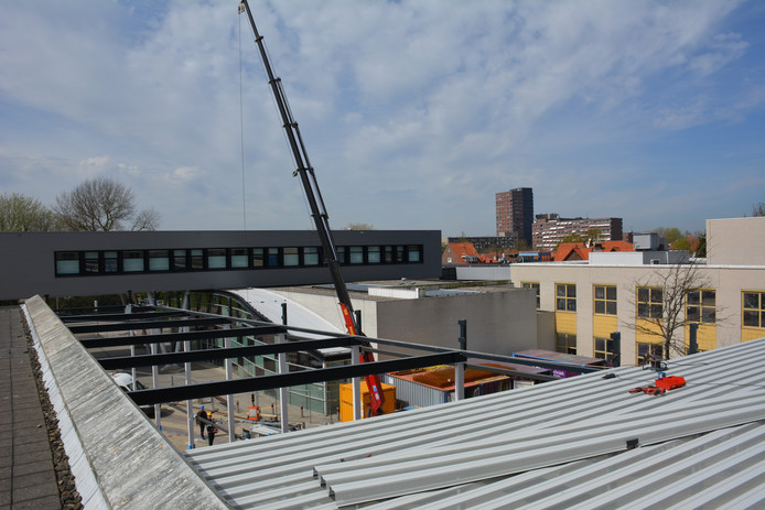 Bij de renovatie van het Admiraal De Ruyter Ziekenhuis in Vlissingen is vandaag het hoogste punt bereikt.