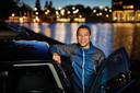 Taxichauffeur Jonathan Urbiztondo werkt vijf dagen per week 's nachts en heeft zijn dag- nachtritme dan volledig omgedraaid.