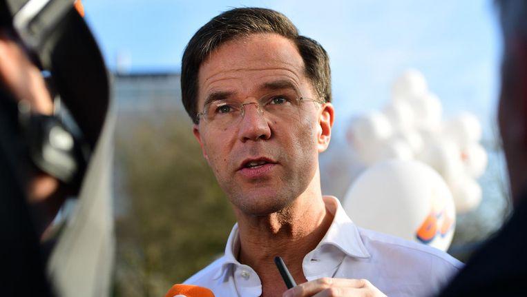 Mark Rutte beantwoord journalisten bij de marathon in Den Haag Beeld afp