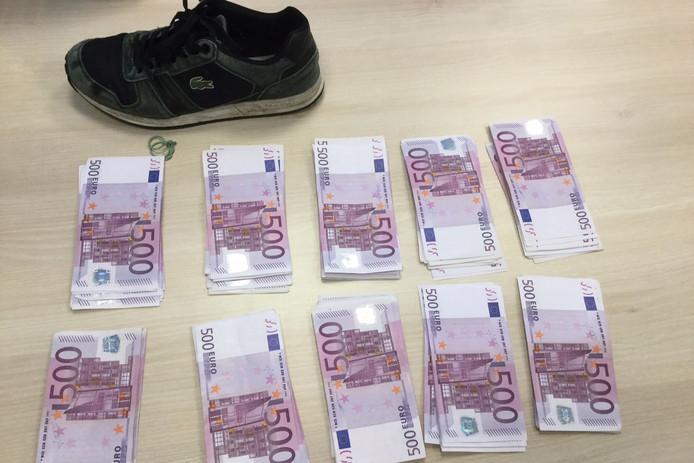 Sportschoenen Vol Cash Man Met Twee Ton Aangehouden Op Eindhoven