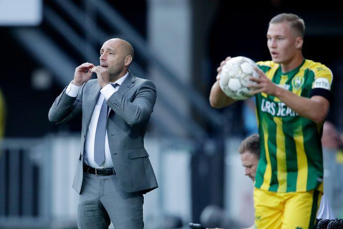 Coach Aleksandar Rankovic van ADO Den Haag tijdens het duel tegen Heracles Almelo.