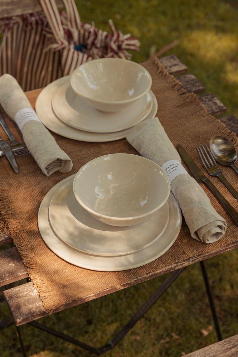 Wie wil, kan ook vragen dat de medewerkers van Graanmarkt 13 een tafel komen dekken én dat er een chef-kok komt koken.