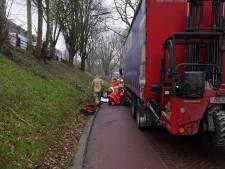 Fietsster gewond door aanrijding met vrachtwagen