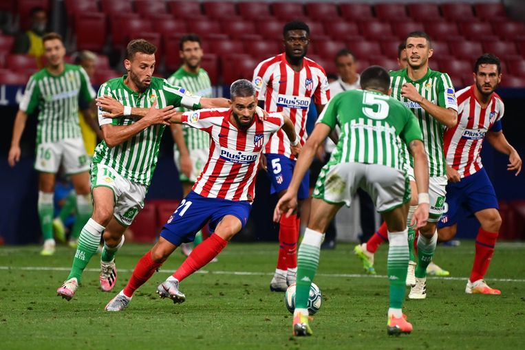 Canales wil Carrasco afstoppen.