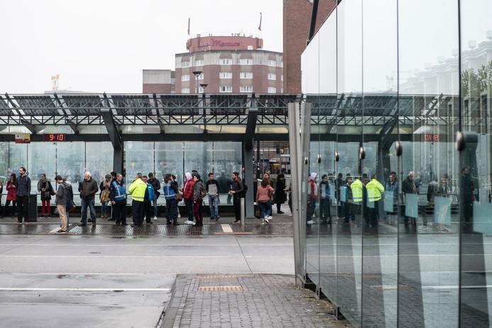 Het busstation in Nijmegen tijdens de eerste stakingsdag, gisteren.