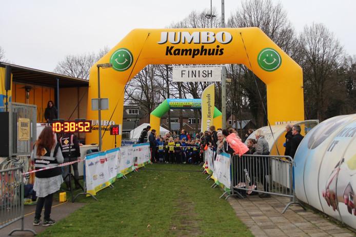 De finishboog van Jumbo Kamphuis die al eerder werd gebruikt, is weer terecht. De verdwijning bleek een misverstand te zijn.