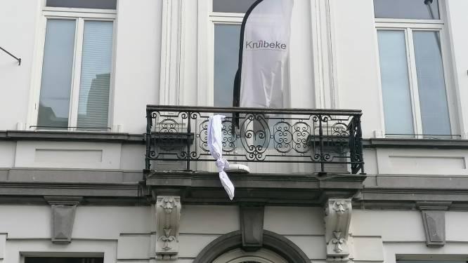 Wit laken als symbool voor strijd tegen armoede: meer mensen in de problemen door coronacrisis