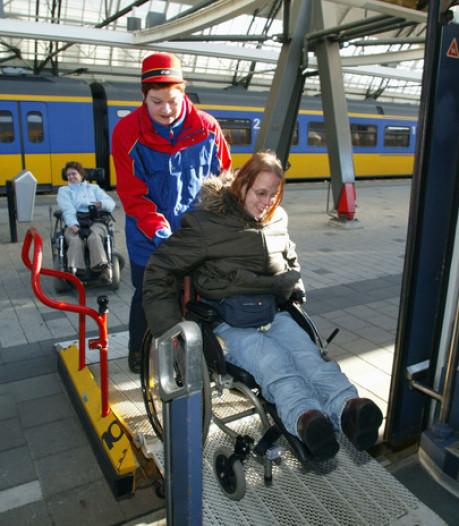 Gehandicapten kunnen straks op acht extra stations in Oost-Nederland instappen