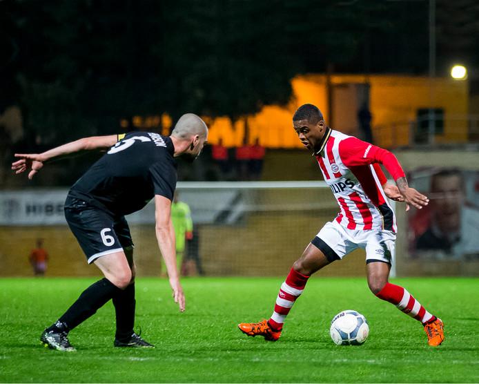 Kenneth Paal wil graag doorbreken bij PSV en ziet een extra jaar in de eerste divisie in combinatie met kansen bij PSV 1 wel zitten.