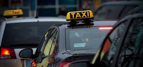 Taxi rijdt door na aanrijding met 9-jarig meisje in Amsterdam