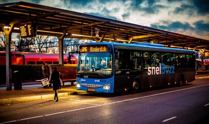 Snelbus 316 rijdt voortaan ook op werkdagen door naar Kinderdijk, maar niet in de spits.