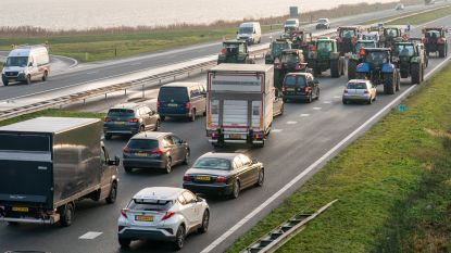 Nederlandse boeren blijven ook tijdens avondspits actie voeren