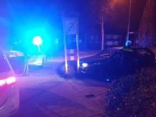 Inbrekers ontkomen na botsing op paal in Werkendam