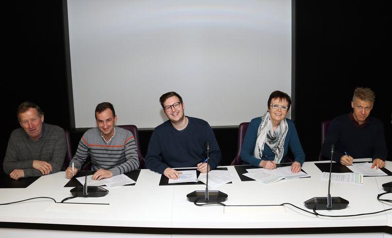De Meerhoutse BIN-coördinatoren ondertekenden hun nieuw charter.