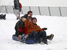 Snowboarden van dak TU bibliotheek