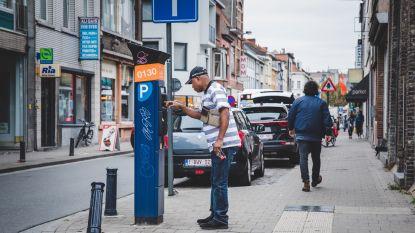 Handelaars Dampoortstraat boos over nieuw parkeerregime