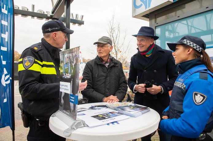 Oosterhout kent sinds vorig jaar een spreekuur met de wijkagent en boa. Pix4Profs/René Schotanus