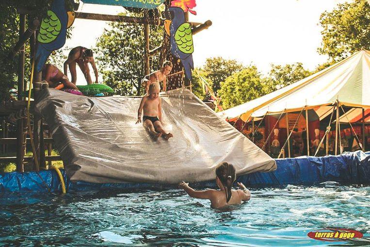 In de namiddag kan je zelfs het zwembad induiken op Plage à Gogo.