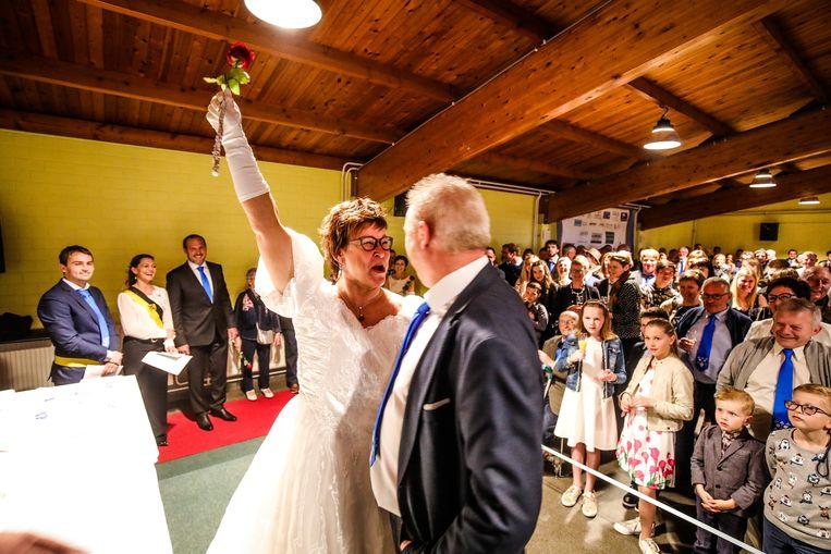 Francky Jonckheere (52) en zijn vrouw Carine Mattheus (50), die een vreugde-uitbarsting krijgt.