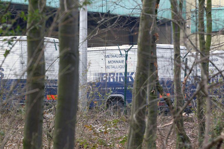 Auto's van Brink's bij het vliegveld van Brussel. Beeld EPA