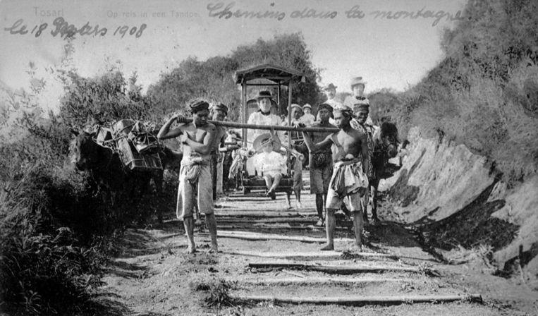 Nederlandse moeder en kind op reis in Java, ca. 1905. Beeld Hollandse Hoogte / Roger Viollet Agence Photographique