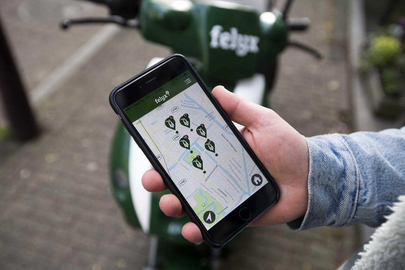 Met de app vinden gebruikers de dichtstbijzijnde scooter van Felyx.