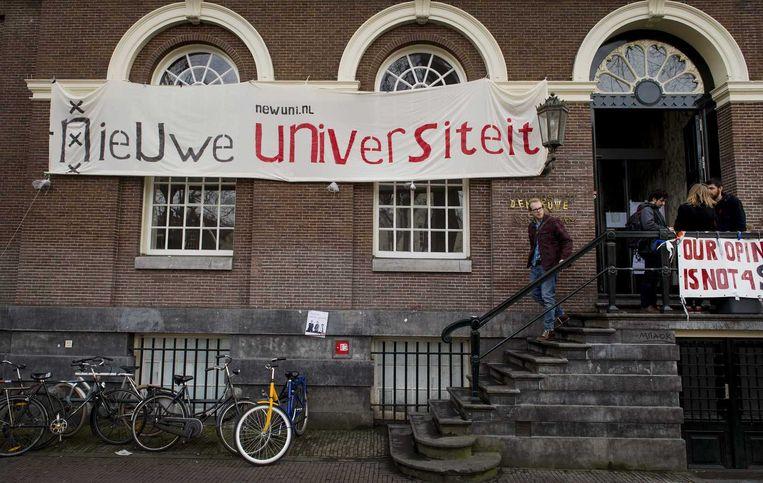 Het bezette Maagdenhuis, een pand van de Universiteit van Amsterdam. Beeld null