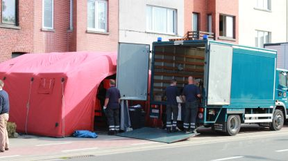 Woning bomvol oorlogsmateriaal leeggehaald in Kortrijk, deel van straat afgezet