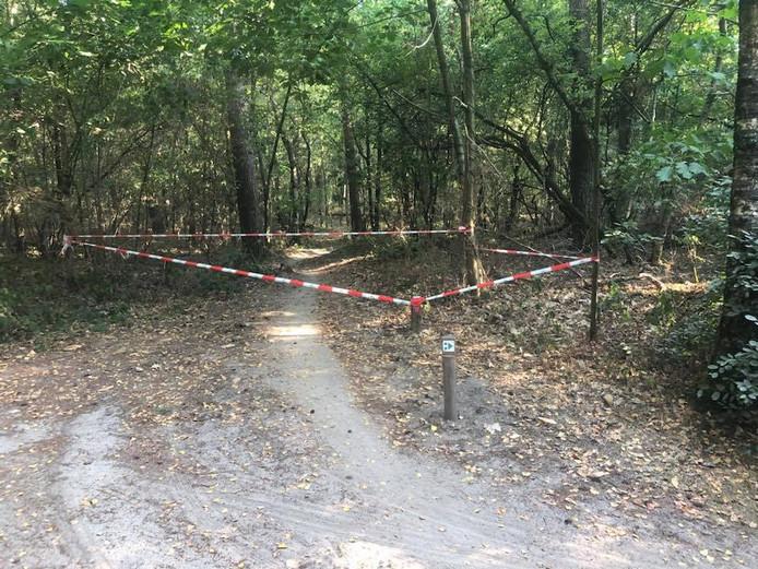 Met rood-wit lint zijn in Dorst deze week de eerste stukken afgezet. Huijs schat zo'n 4,5 van de ruim 9 kilometer.