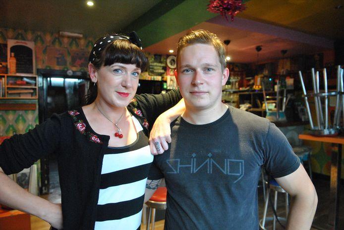 Cis met zijn vriendin Kim Wright in café Polka.