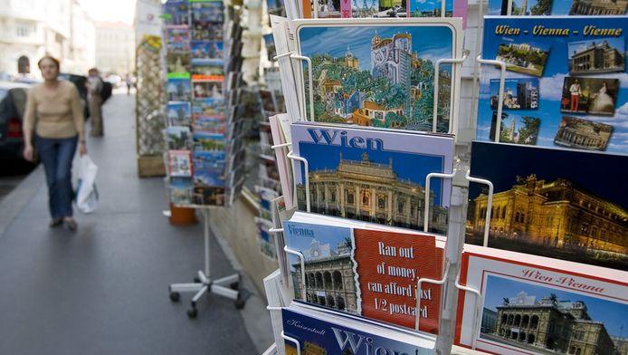 Een rek met ansichtkaarten in de Oostenrijkse stad Wenen.