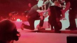 VIDEO: Metallica-frontman James Hetfield zwaar ten val tijdens optreden in Amsterdam