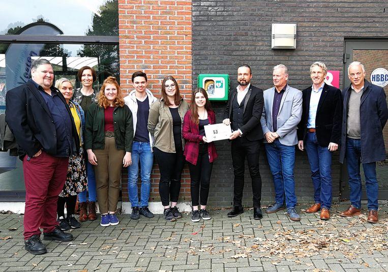 Campus De Vesten installeerde AED-toestel. Tekst: TJH