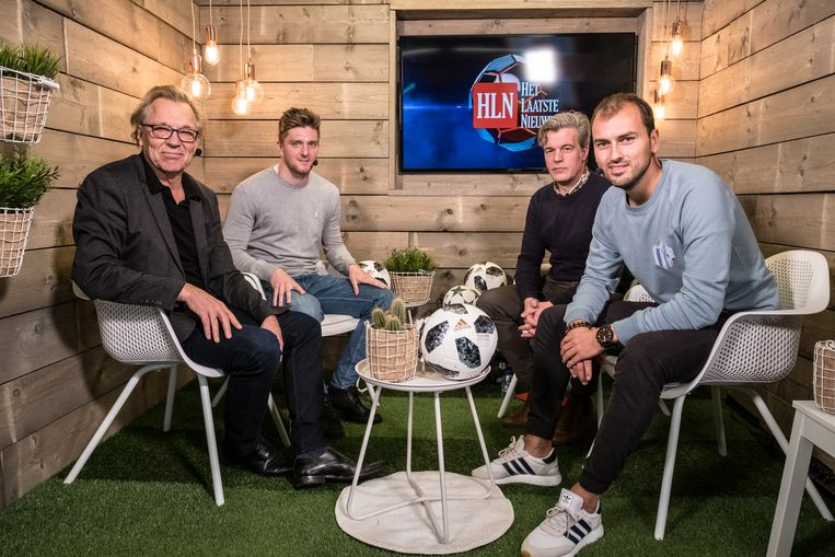 Van l naar r: HLN-commentator Jan Mulder, Thomas Foket, moderator Niko Lainé en AA Gent-watcher Niels Poissonnier.