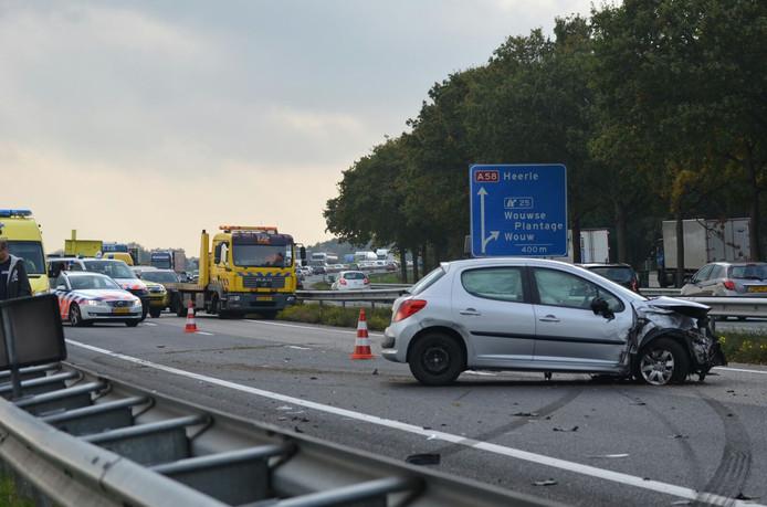 Flinke chaos op de A58 na een kettingbotsing met vijf auto's.