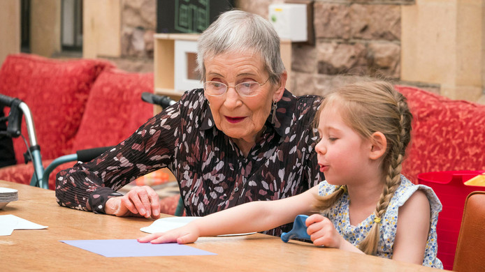 New Omroep MAX laat bejaarden samenleven met kleuters   Show   AD.nl @UB87