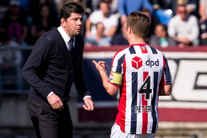 Jordens Peters (r) vindt dat de spelersgroep van Willem II ook schuldig is aan het vertrek van trainer Erwin van de Looi.