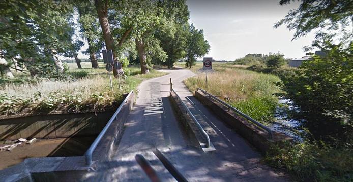 Het bruggetje over de Ley aan de Watermolenstraat is zondag de startplaats van de ballenrace in Goirle.