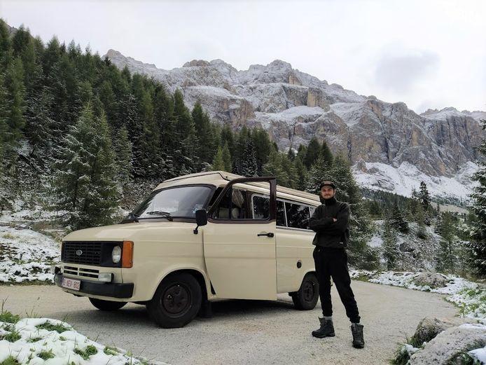 Diepenbekenaar Bram Vanhove (24) is ondertussen al drie maanden onderweg naar India met zijn opgelapt Ford Transit-busje.