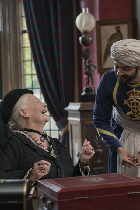 Judi Dench (82): Van stilzitten stompt een mens af