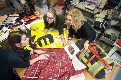 Uniformen van brandweer en politie worden rugzakken en tassen in Breda