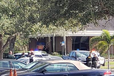 Man (21) schiet vijf mensen dood bij bankfiliaal in Florida