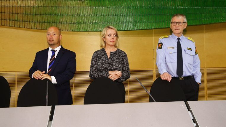 De Noorse minister van Justitie, Anders Anundsen (l), het hoofd van de Noorse geheime dienst PTS Benedicte Bjoernland en het hoofd van de Noorse politie Vidar Refvik tijdens een persconferentie. Beeld epa