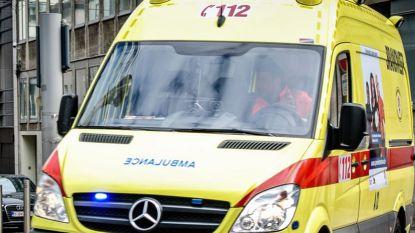 Pizzakoerier lichtgewond na aanrijding door bestelwagen