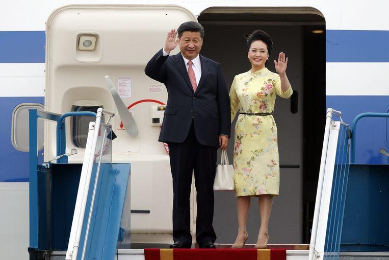 De Chinese president Xi Jinping met zijn vrouw Peng Liyuan tijdens een staatsbezoek. Beeld epa