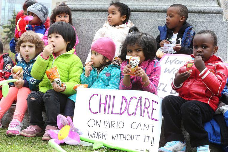 Een protest in Canada voor betaalbare kinderopvang. Beeld Getty Images