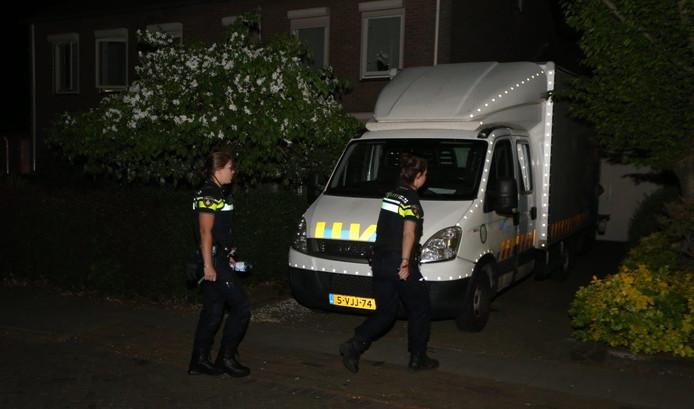 Politie bij de hennepkwekerij in Kerkdriel.