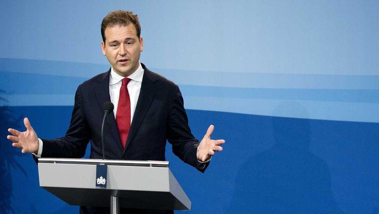 Vicepremier Lodewijk Asscher tijdens een persconferentie na afloop van de ministerraad. Beeld null