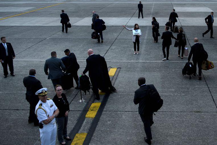 Trumps personeel stapt uit op de luchthaven van Melsbroek.